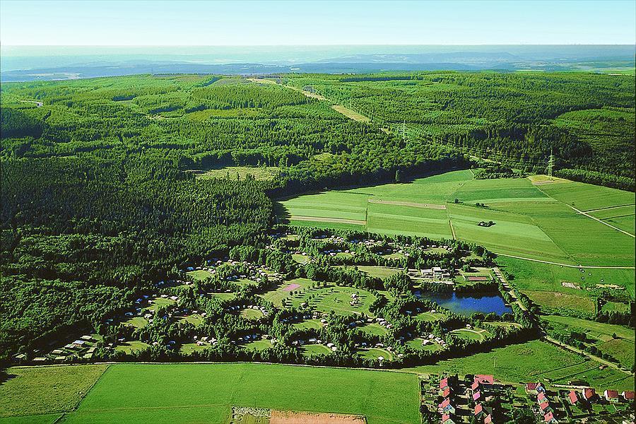 Camping Reinsfeld vanuit de lucht. Heerlijk in de natuurlijk en dichtbij Trier en Saarbrücken