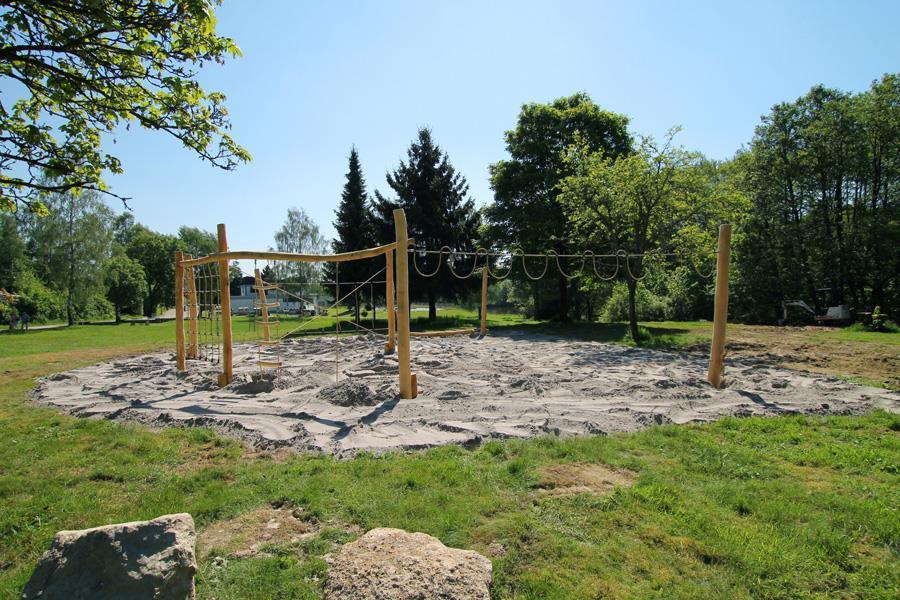 Nieuwe speeltuin voor de kinderen op de camping