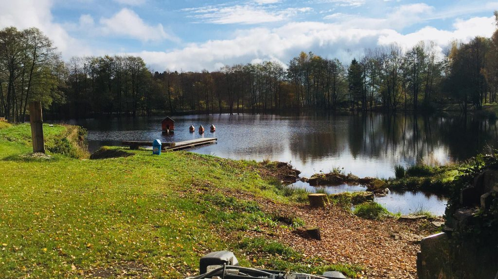 Het vernieuwde meer van Camping Reinsfeld